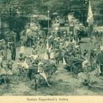"""Hagenbeck's große Schaustellung """"Indien"""" gastierte vom 30.05. bis 12.06.1906 im Fredenbaum, Dortmund. Über 75 Teilnehmende, Kunsthandwerker, Artisten, Dompteure, Musikgruppe. Und Elefanten. Postkarte Sammlung K.M. Kreis."""