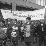 Solidarität mit der antikolonialen Revolution._© Fotoarchiv Ruhr Museum: Anton Tripp (Fotograf), Ostermarsch Ruhr, Dortmund, April 1965