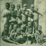 """""""Hungernde Kinder"""". Aus Hedwig Irle: Wie ich die Herero lieben lernte. Gütersloh 1910"""