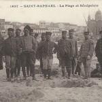 """""""Saint-Raphael - La Plage et Sénégalais"""" (Der Strand und die Senegalesen). Carte Postale, gelaufen im April 1917 in Frankreich. Sammlung Detlev Brum."""