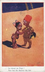 """""""Le retour au Pays!"""" (Die Rückkehr in die Heimat). Post Card, Lafayette Serie Nr. 011, Printed in France. Ansichtskarte, ungelaufen. Sammlung Detlev Brum. Ordensgeschmückt aus dem Weltkrieg zurück, mit einer Pickelhaube als Andenken. Durch die Kriegsteilnahme wurde keine rechtliche Gleichstellung erreicht, stattdessen wurde die kolonial-rassistische Trennung in der Heimat verschärft und in Ansichtskarten wurden die Kriegsteilnehmer als """"dumme N...."""" verunglimpft."""