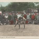 """""""Beim Spiel. Halbmond-Lager in Wünsdorf-Zossen"""". Ansichtskarte, farbig, von Zossen (Übungsplatz) gelaufen im August 1916. Sammlung Detlev Brum."""