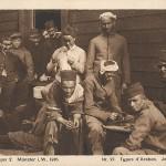 """""""Gefangenenlager 2. Münster i. W. 1916. Nr. 27, Type d'Arabes. Joueurs de Dames."""" Ansichtskarte, ungelaufen. Sammlung Detlev Brum. Nordafrikanische Kriegsgefangene beim Dame-Spiel."""