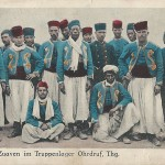 """""""Turko und Zuaven im Truppenlager Ohrdruf, Thüringen"""". Feldpostkarte eines Rekruten, gelaufen Mai 1915. Sammlung Detlev Brum."""