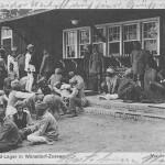 """""""Halbmond-Lager in Wünsdorf-Zossen. Vor den Baracken"""". Ansichtskarte, gelaufen als Feldpost im November 1915 von Zossen nach Hechingen. Sammlung Detlev Brum."""