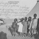 """""""Le maroc illustré. Ecoliers Sénégalais"""" (Senegalesische Schulkinder). Carte Postale, gelaufen als Kriegsgefangenenpost im Juli 1915 aus dem Kriegsgefangenenlager Kenitra in Marokko an die Ehefrau nach Deutschland. Sammlung Detlev Brum. Eine Ansichtskarte, die für den französischen Markt hergestellt wurde und den Nachwuchs der """"Senegalschützen"""" in Diensten der französischen Armee zeigt, gesendet von einem deutschen Kriegsgefangenen in die Heimat. Wie mag eine solche Ansichtskarte wahrgenommen worden sein? Welchen - kleinen - Beitrag zur Entstehung der """"Weltbilder"""" leistete sie?"""