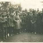 Gruppe französischer Kolonialsoldaten als Kriegsgefangene. Ansichtskarte, ungelaufen. Sammlung Markus Kreis.