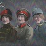 """""""Einigkeit macht stark"""". Ansichtskarte, gelaufen als Feldpost von Privatperson an Kanonier. Datum unleserlich. Sammlung Detlev Brum. In Deutschland wie in Frankreich waren Ansichtskarten populär, in denen die Verbündeten durch junge Frauen repräsentiert wurden."""