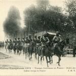 """""""La Guerre Européenne 1914. Troupes Indiennes en France. Défilé des Lanciers"""" (Indische Lanzenreiter/ Kavallerie). Carte Postale, ungelaufen, ohne Datum. Sammlung Markus Kreis."""
