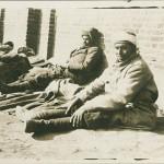 """Ansichtskarte, ungelaufen, ohne Angaben, handschriftlich Rückseite: """"Gefangene Marokkaner im April 1915"""". Sammlung Markus Kreis."""