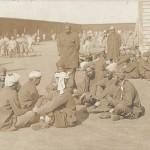 """""""Gruppe indischer Kriegsgefangener"""". Ansichtskarte, ungelaufen. Sammlung Detlev Brum."""