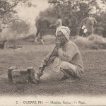 """Guerre 1914. - Hindou fumant la Pipe"" (Hindu Pfeife rauchend). Carte Postale, ungelaufen. Sammlung Detlev Brum."