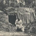 """""""Kampf im Priesterwald"""". Eingedruckter Text Rückseite: """"Der Franzos, die Singhalesen – Der Spahis und der Turko, - Alle sind uns Feind gewesen; - Doch der schlimmste war der Floh"""". Ansichtskarte, gelaufen als Feldpost im Oktober 1916 von Ersatz-Infanterie Regiment 28 nach Konstanz. Sammlung Detlev Brum. Der Priesterwald (franz. Bois-le-Prêtre, Département Meurthe-et-Moselle) war ein Schlachtfeld, in dem indische und afrikanische Truppen eingesetzt wurden."""