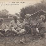 """""""L'Armée des Indes. Un groupe de non combattants"""" (Eine Gruppe von Nichtkombattanten). Carte Postale, gelaufen im April 1915 in Frankreich. Sammlung Detlev Brum."""
