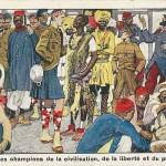 """""""Quelques champions de la civilisation, de la liberté et du progrès"""" (""""Einige Meister/Verfechter der Zivilisation, Freiheit und Fortschritt""""), Carte Postale, beschriftet im April 1915: """"Liebe Ida! Gegen die mit X bezeichneten haben wir schon gekämpft. Dein Willy"""". Ansichtskarten mit gleichem Motiv in spanischer Sprache (""""Los Representantes de la """"Cultura"""" y de la """"Civilizacion"""" contra los """"Barbaros"""" Alemanes y Austriacos. Encena del Campo de Prisioneros en Döberitz cerca de Berlin"""", Tarjeta Postal, Spanien, ungelaufen; Sammlung Detlev Brum) und in deutscher Sprache (""""Kulturbrüder"""" im Gefangenenlager. Künstler-Karte der """"Lustigen Blätter"""" Nr. 47, ungelaufen. Sammlung Markus Kreis). Im Rahmen der Auslandspropaganda hat das Deutsche Reich auch Ansichtskarten in französischer und spanischer Sprache herausgegeben. """"Kulturbrüder"""" war ein typischer politisch-abwertender Kampfbegriff in der deutschen Propaganda. Negative Völker-Stereotype (mit Ausnahme des nordamerikanischen Indianers) bis hin zur Darstellung dessen, was später einmal """"Untermenschen"""" genannt werden wird. Mit der scheinbaren Selbstbezeichnis """"Barbaren"""" reflektiert die Ansichtskarte die Vorwürfe, deutsche Truppen an der Westfront gingen barbarisch vor."""