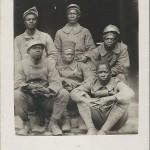 Gruppe von Soldaten aus Westafrika. Cartolina Postale (italienisch), ohne Titel, ungelaufen, ohne Datum. Sammlung Detlev Brum.